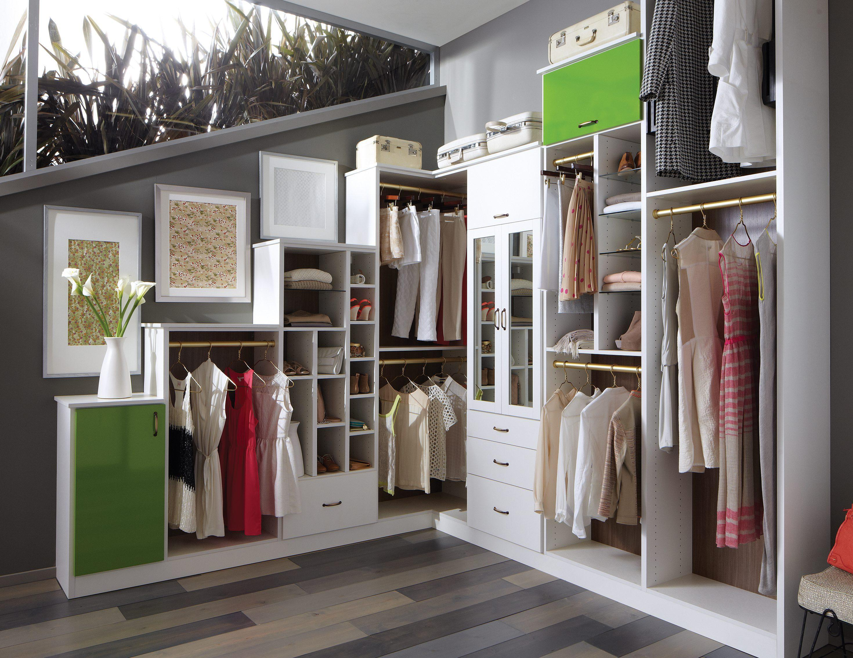Walk in closets designs ideas by california closets for Modelos de walk in closet